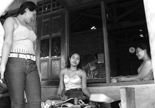 warung transaksi (di sebuah tempat di Kabupaten Batang)